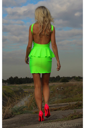 chartreuse Justyna G dress - hot pink Christian Louboutin heels