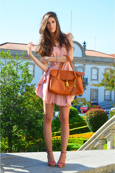light pink chiffon romwe dress - bronze cork romwe bag - salmon rutz sandals