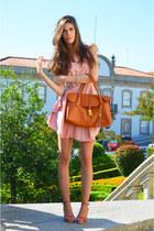light pink chiffon romwe dress - bronze cork romwe bag - salmon rutz sandals