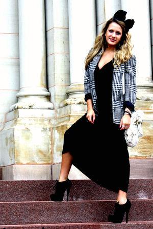 black f21 dress - black f21 shoes - white Guess bag - black vintage blazer