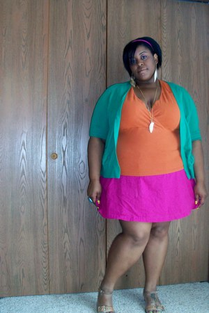 hot pink Old Navy skirt