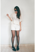 white DIY jeans - white top - black New Balance sneakers