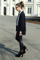 black Wholesale-Dress shoes - black OASAP leggings - light pink H&M shirt