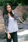 Gray-opo-cardigan-silver-juliana-negreli-top-blue-colcci-pants
