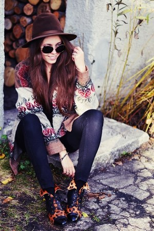 vintage boots - vintage hat - vintage cardigan