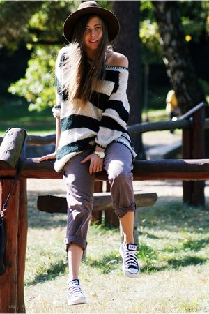Stradivarius sweater - Lee jeans - Converse sneakers