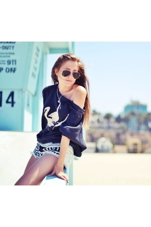 Billabong sweater - rayban sunglasses