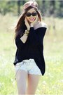 Black-stradivarius-sweater-off-white-stradivarius-shorts-black-ray-ban-sungl