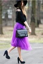 violet, please!