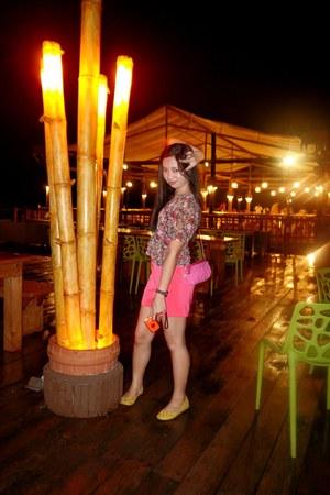 hot pink purse - hot pink shorts - crimson blouse - yellow flats