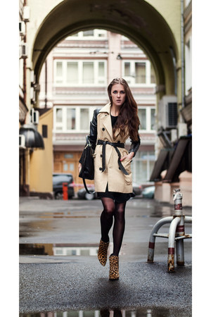 black trench coat StyleMoi coat