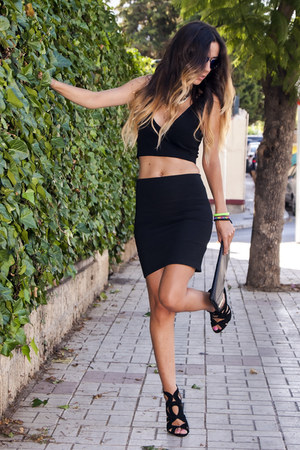 black vintage bag - black pull&bear skirt - black Zara top - black Zara heels