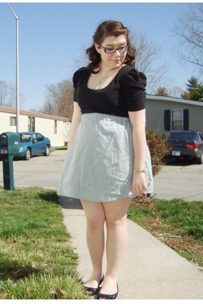 black thrifted top - heather gray thirfted skirt - black olsenboye flats