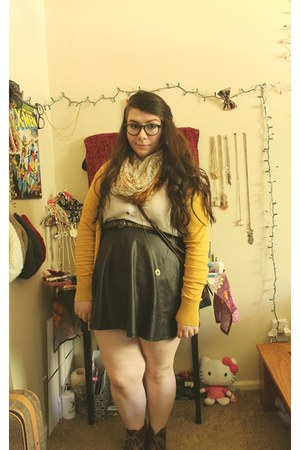 brown boots - white blouse - black skirt - gold cardigan