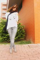 white Pull & Bear shirt - gray Zara pants - gray Sfera shoes