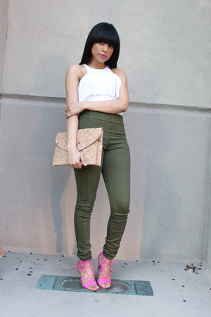 olive green Zara jeans - white Bebe top - bubble gum JustFab heels