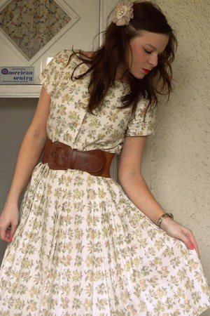 vintage dress - tawny belt