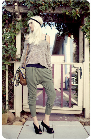 light brown sweater - black shoes - army green pants