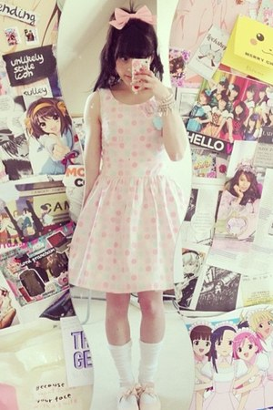light pink dots gift dress - bubble gum bow Bodyline hair accessory