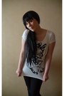 Black-vero-moda-jeans-white-mango-t-shirt