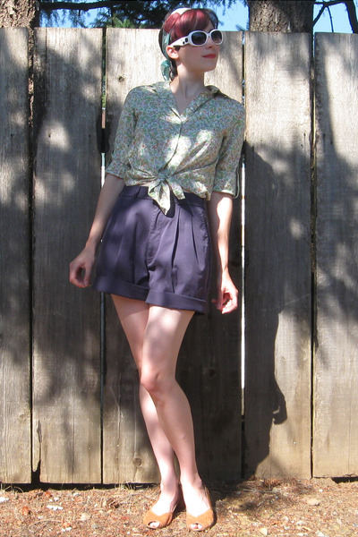 blue thrifted vintage shorts - brown thrifted vintage shoes - green Gap shirt -