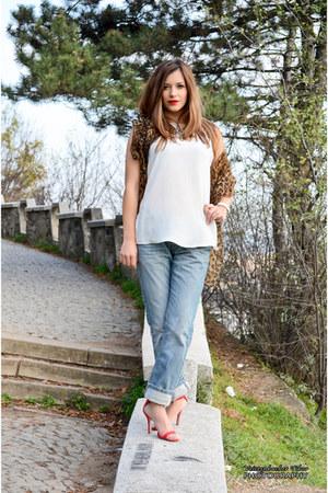 periwinkle boyfriend oliver jeans - off white silky Zara top
