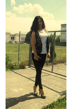 silver House of art heels - black Sprider Store leggings - white H&M top