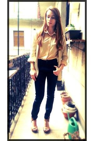 navy denim H&M jeans - brown leather H&M bag