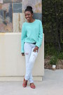 Light-blue-stressed-jeans-aquamarine-sweater-red-leather-flats