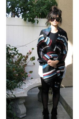 Minnetonka boots - Forever 21 scarf - nicole House of Harlow 1960 sunglasses