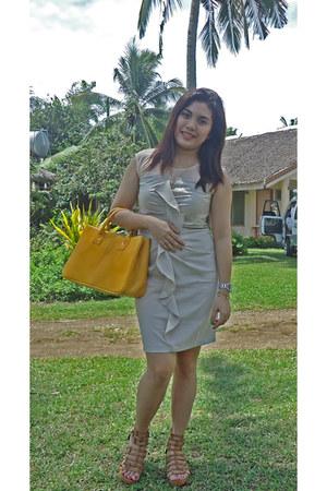 yellow tote Hermes bag - beige Meji dress