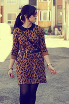 brown leopard print Oasapcom dress - black Marc by Marc Jacobs bag