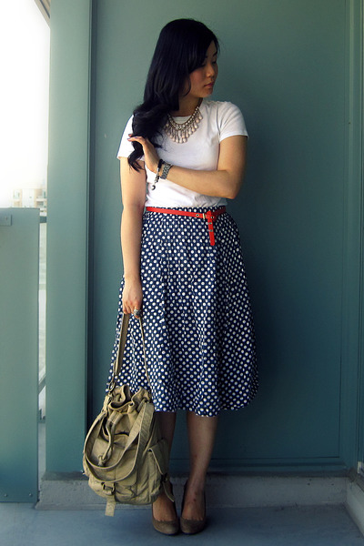 navy polkadot skirt - beige Urban Outfitters bag - white Old Navy t-shirt