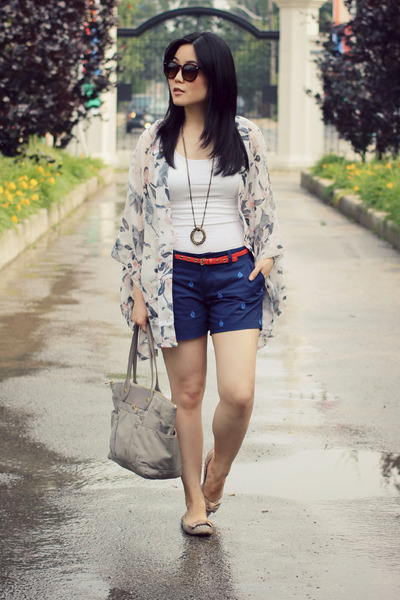 Sample Sale cardigan - silver Marc by Marc Jacobs bag - navy Old Navy shorts