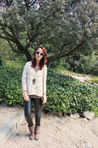 Sfera necklace - camel carrefour boots - black faux leather Primark leggings
