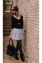 New Yorker sweater - NY bag - vintage sunglasses - Zara skirt - vintage necklace
