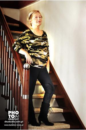 dark khaki blouse