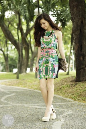 green Urban Dressing dress - off white Call it Spring heels