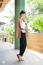 Light-brown-wagw-blazer-black-wagw-bag
