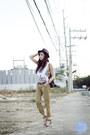 Black-sm-acc-hat-brown-loius-vuitton-bag-dark-khaki-levis-pants