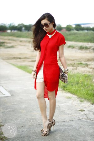 red clothes for the goddess dress - gold House Of Luxe necklace