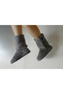 Charcoal-gray-wwwaukoalacom-boots-black-wagw-shorts-white-g2000-top