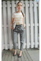 dark khaki Only pants - white GINA TRICOT t-shirt - dark gray Din Sko wedges