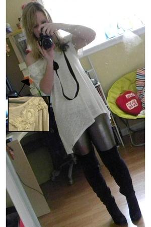black Steve Madden boots - silver Forever 21 leggings - white Forever 21 shirt