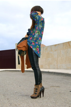 dark brown Aldo boots - black leather H&amp;M leggings - navy floral Zara shirt