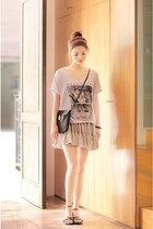 tulle skirt - graphic shirt - black leather bag