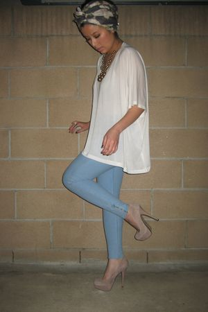 blue H&M leggings - white H&M top - beige Bakers shoes