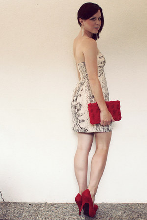 beige H&M dress - red clutch H&M bag - red H&M pumps