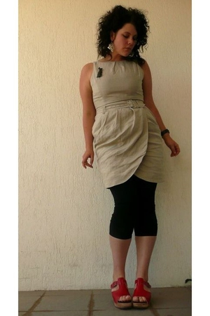 beige Barkins dress - black Barkins t-shirt - red Funkis shoes