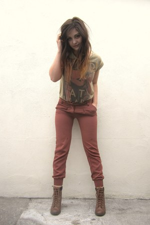boots - pants - t-shirt